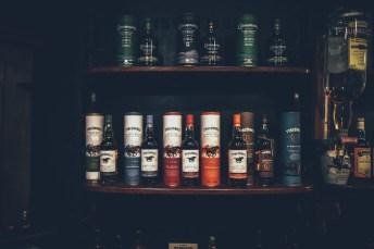 Ein teil der Auswahl in Locke's Distillery