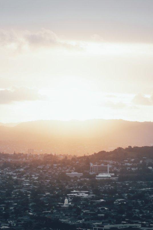 "Mount Eden (Māori: Maungawhau, ""Berg des Whau-Baumes"") in Auckland City, Neuseeland"
