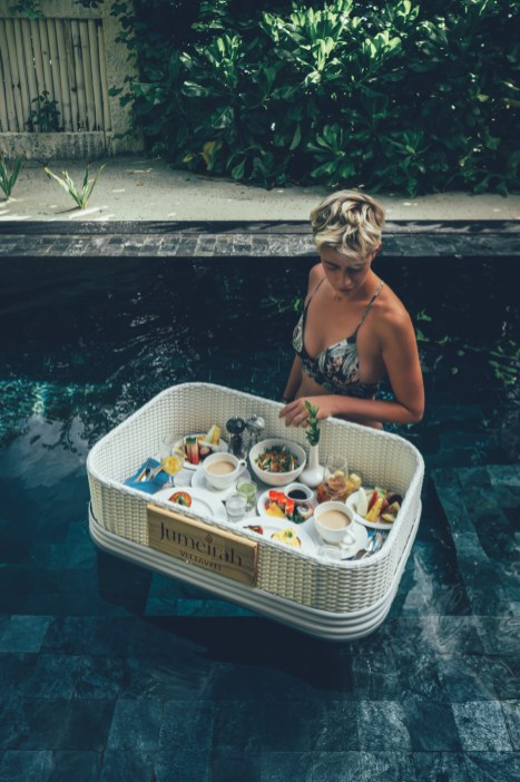 Floating Breakfast im Jumeirah Vittaveli