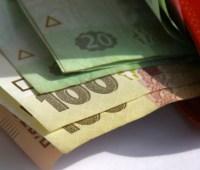 Средняя зарплата в марте в 2,5 раза превысила минимальную