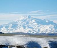 Тело украинского альпиниста спустили с Эльбруса - МЧС России