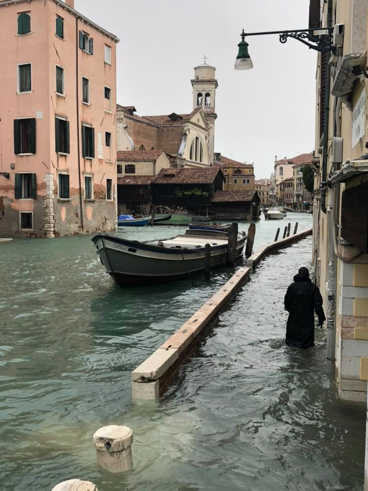 Негода в Італії: четверо людей загинули, 75% Венеції - під водою