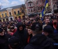 В центре Полтавы радикалы пытались спровоцировать полицию