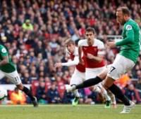 """АПЛ: """"Арсенал"""" потерял шансы войти в ТОП-4, """"Челси"""" - уже в Лиге чемпионов"""