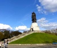 Известному памятнику Советскому солдату в Берлине исполнилось 70