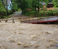 Паводок на Закарпатье: семье погибшего мальчика выделят 30 тысяч