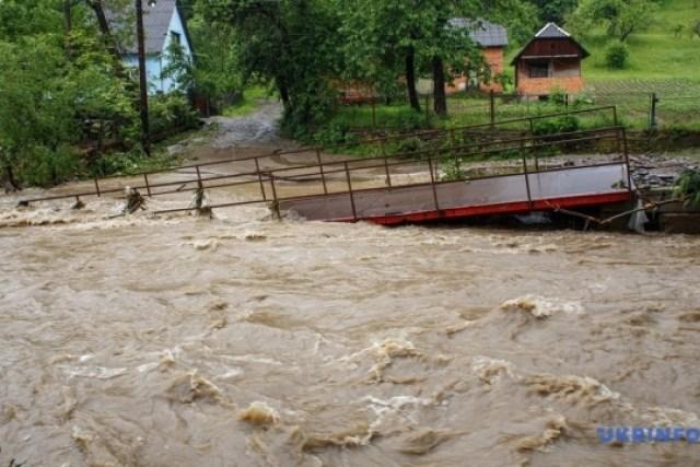 Наводнение на Закарпатье: река Турия снесла три моста и затопила полсотни домов