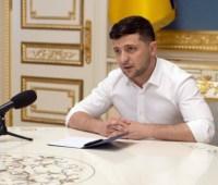 Зеленский заявил, что уже обсуждает с олигархами инвестиции в развитие Донбасса