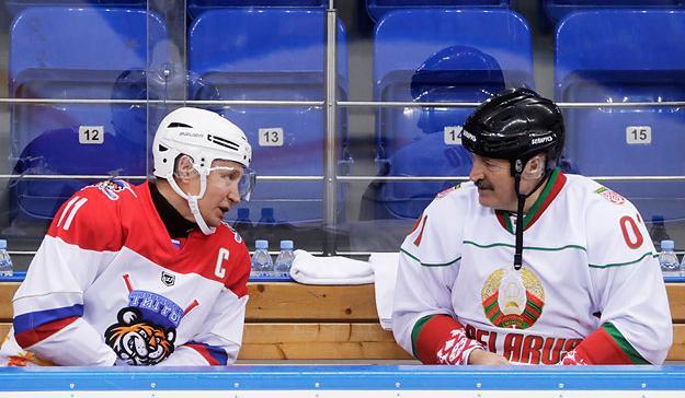 Лукашенко бачить в цій непростій ситуації можливість показати себе на контрасті з Путіним