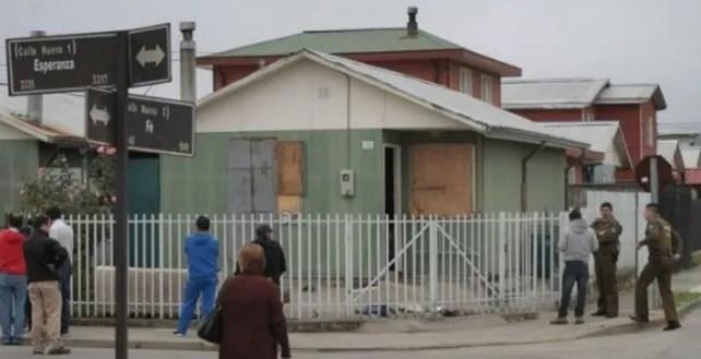 Esta es la casa y así quedaron las ventanas destruidas por las fantasmas.