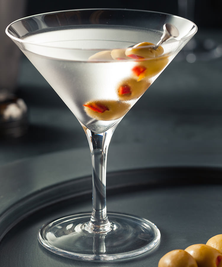 The Best Cocktails to Order at a Basic Wedding Bar Gin Martini