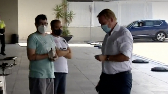 Ronald Koeman spotted at Barcelona airport | News1 English