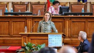 Депутатите избраха между нея и Кристиан Вигенин