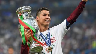 Разбира се, освен лични постижения, Роналдо може да се похвали с най-високия отборен успех в европейското първенство - купата, която спечели с Португалия преди 5 години.