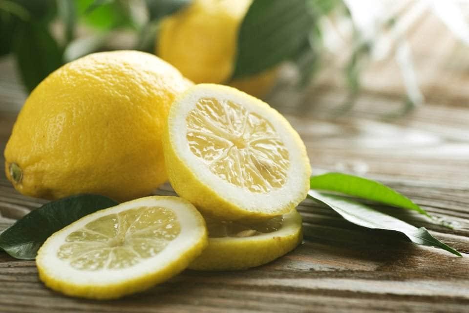 وصفة-الليمون-لتبييض-الرقبة