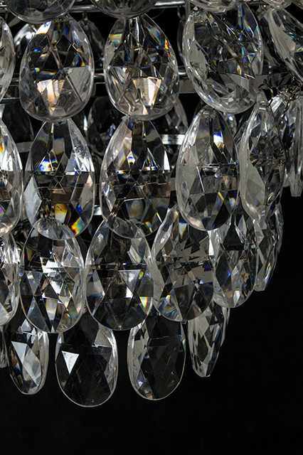 Decorative Novelty S Sparkling Tulip Diamond Chandelier Is The Perfect Accent Piece For Your Upcoming Party Wedding Or Event Cascading Teardrop