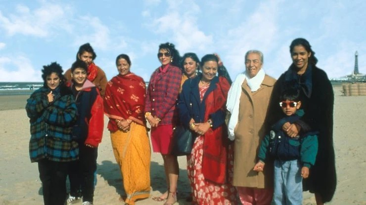 Image of the main characters from the film Bhaji on the Beach, stood on a beach.