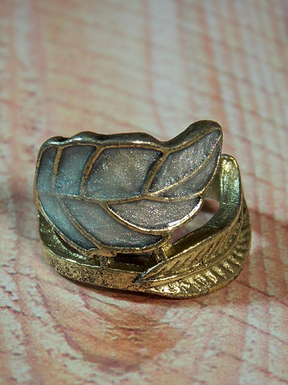 Sleek Leaf Ring