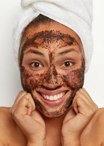 face-scrub-to-help-your-skin