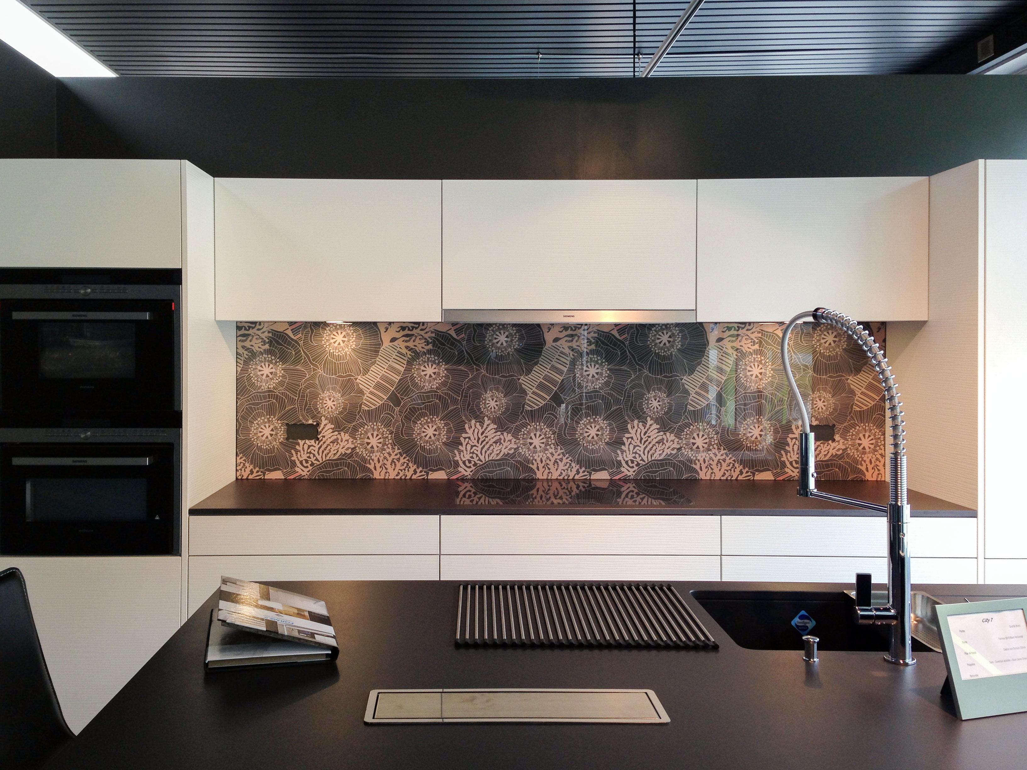credence cuisine une cuisine qui vous ressemble verres personnalises