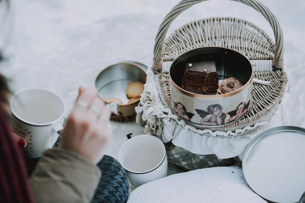 Winter Wonderland Proposal Picnic - Lago di Braies - The Dolomites