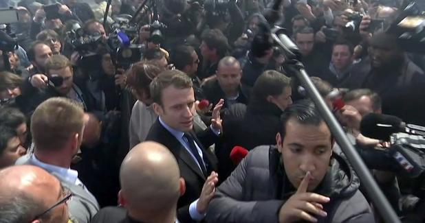 Macron abucheado