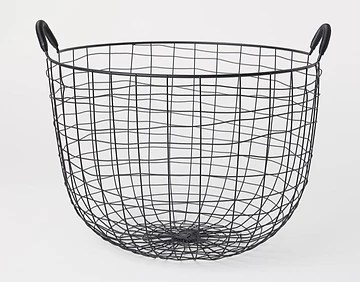 What equipment is needed for a juice bar? large fruit baskets