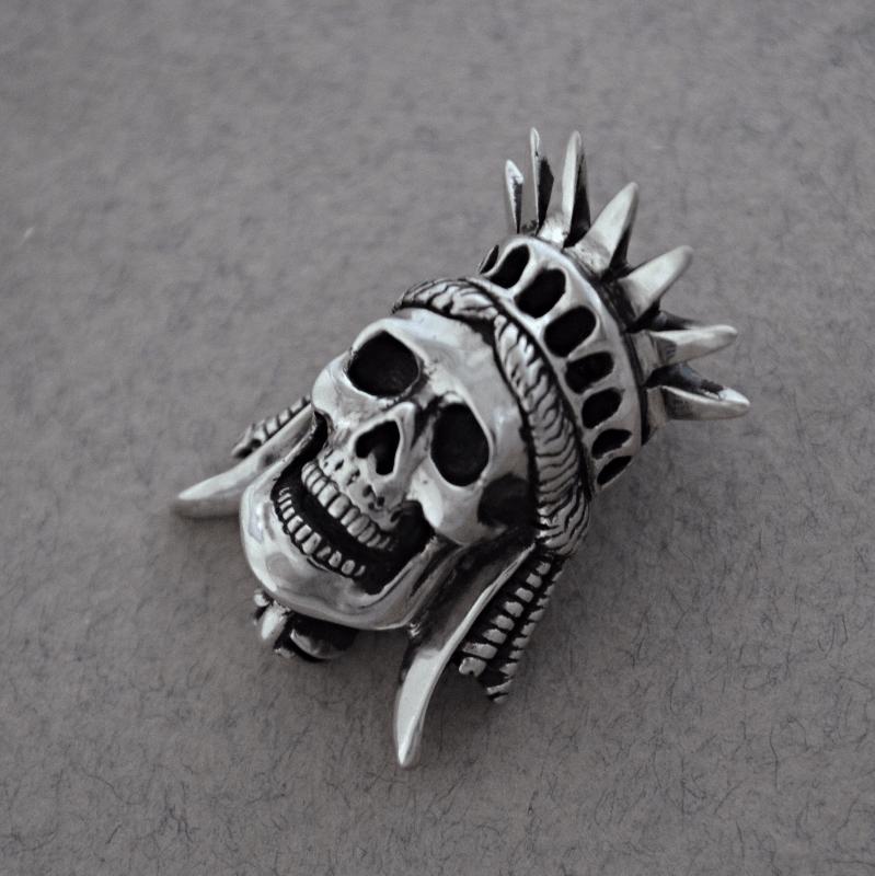 Liberty skull pendant The Wildness Jewellery