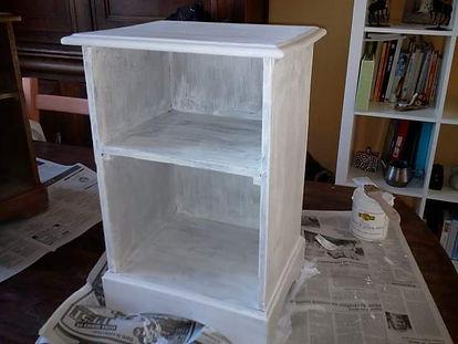 onneparlepaslabouchepleine blog maman bricolage déco patiner tables de nuit peinture vintage rénover cérusé peindre