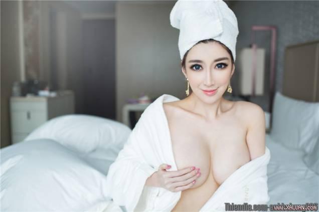 Mẫu nude không ngại ngần che đi những phần cực kì nhạy cảm trên cơ thể.
