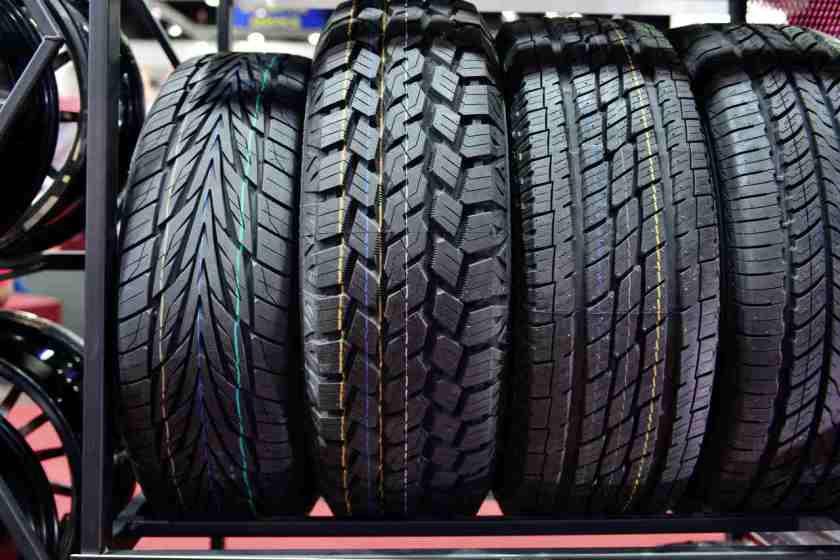 banda de rodagem de pneu simetrico assimetrico direcional