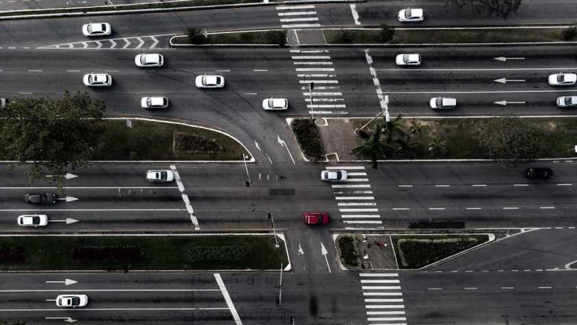 transito de veiculos em avenida de florianopolis santa catarina