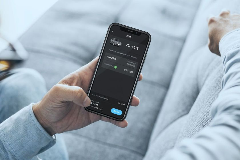 consulta e pagamento do IPVA atrasado pelo celular através do aplicativo para carros Zul+