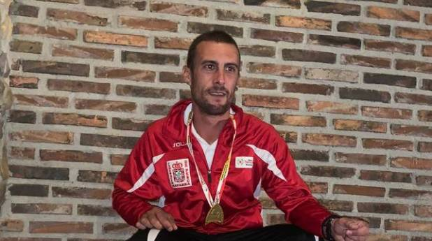 Foto del pescador navarro Iker Arbea Aranguren, campeón de España.