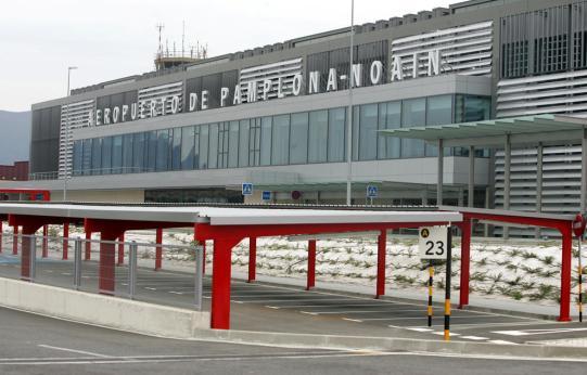 Resultado de imagen para aeropuerto de pamplona