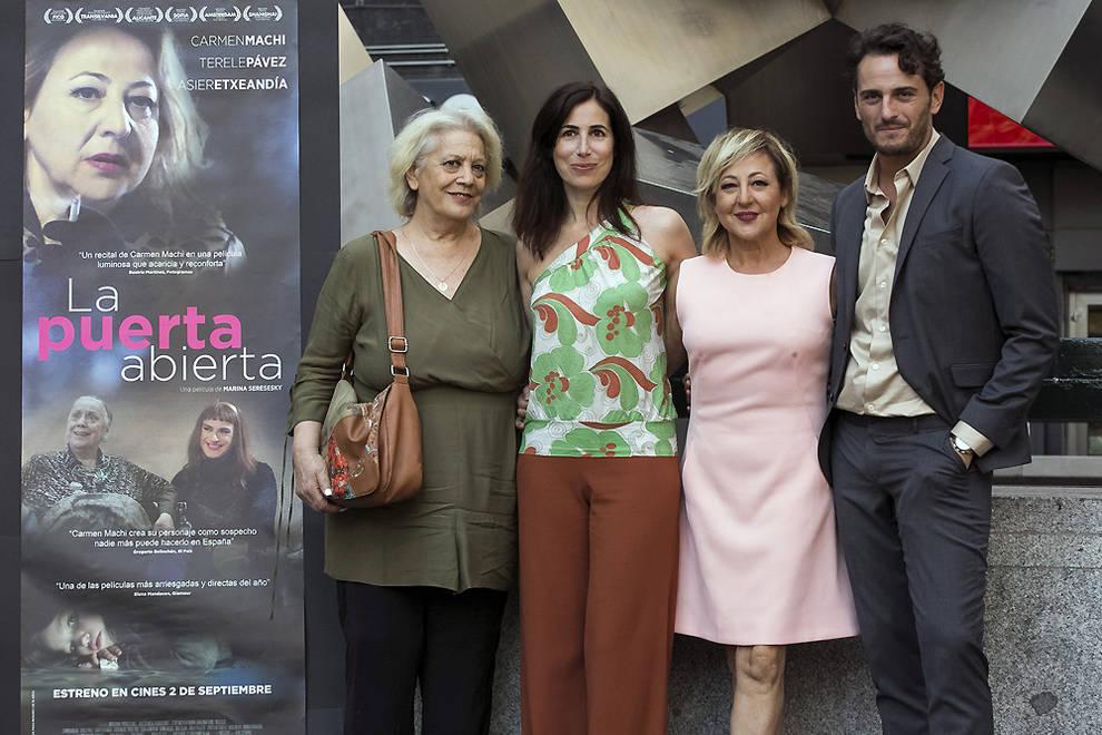 De izquierda a derecha, Terele Pávez, Marina Seresesky, Carmen Machi y Asier Etxeandía. (Imagen: Diario de Navarra).