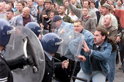 Image result for jeremy deller The Battle of Orgreave,2001
