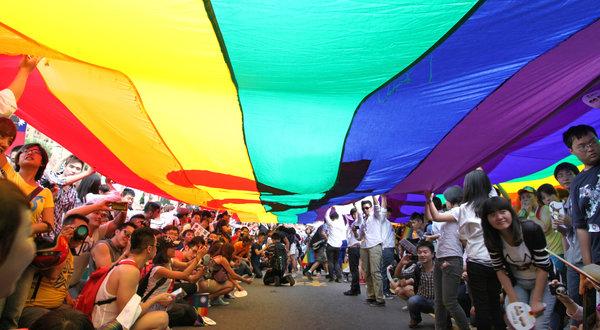 臺灣或在亞洲率先承認同性婚姻 - 紐約時報中文網