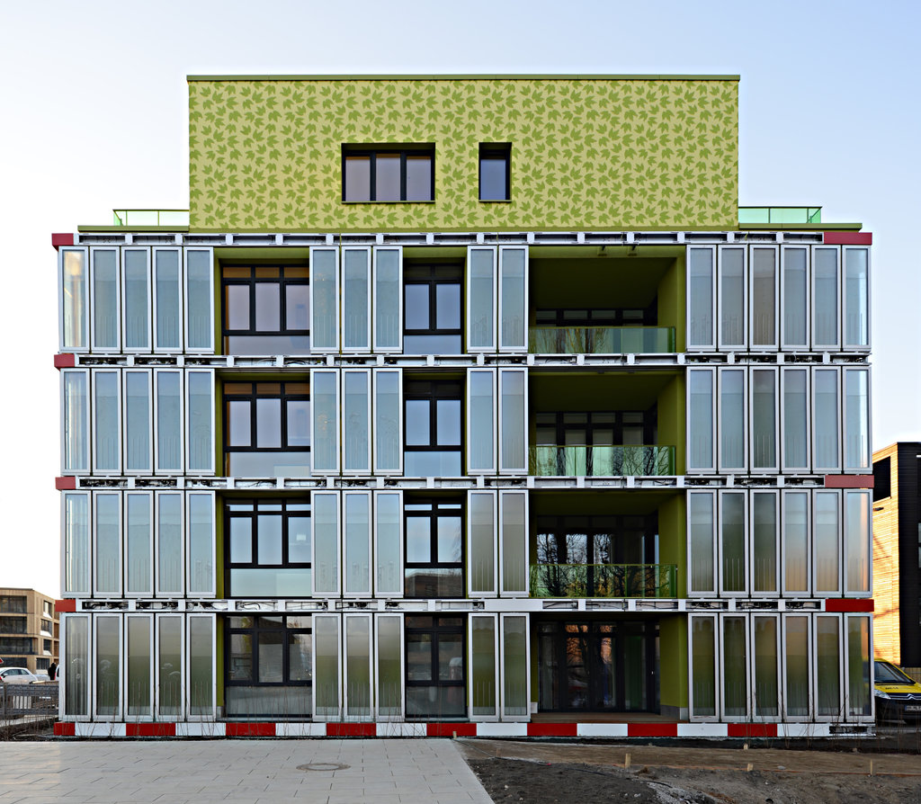 German Building Uses Algae For Heating And Cooling The