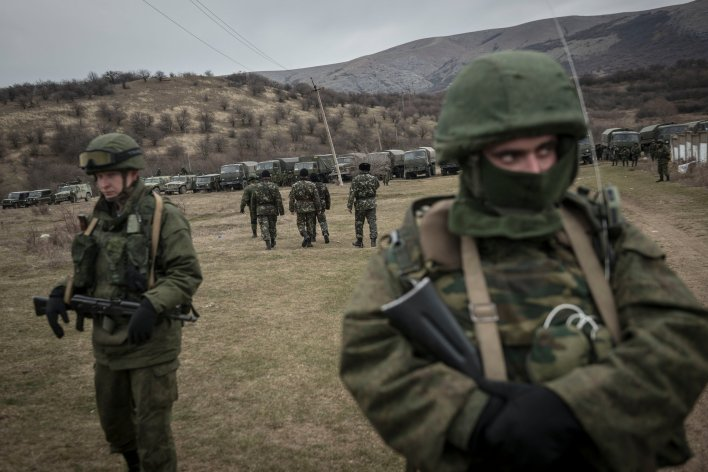 Covering the Russian Army in Crimea - The New York Times