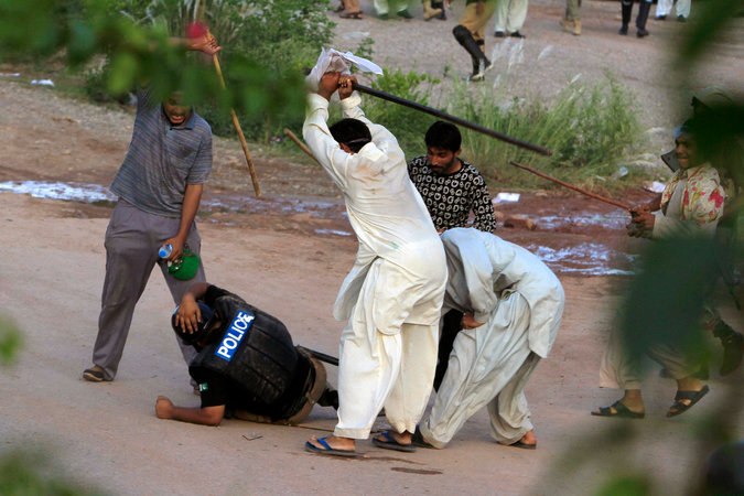 Pakistani Protesters Ransack State Television Headquarters.