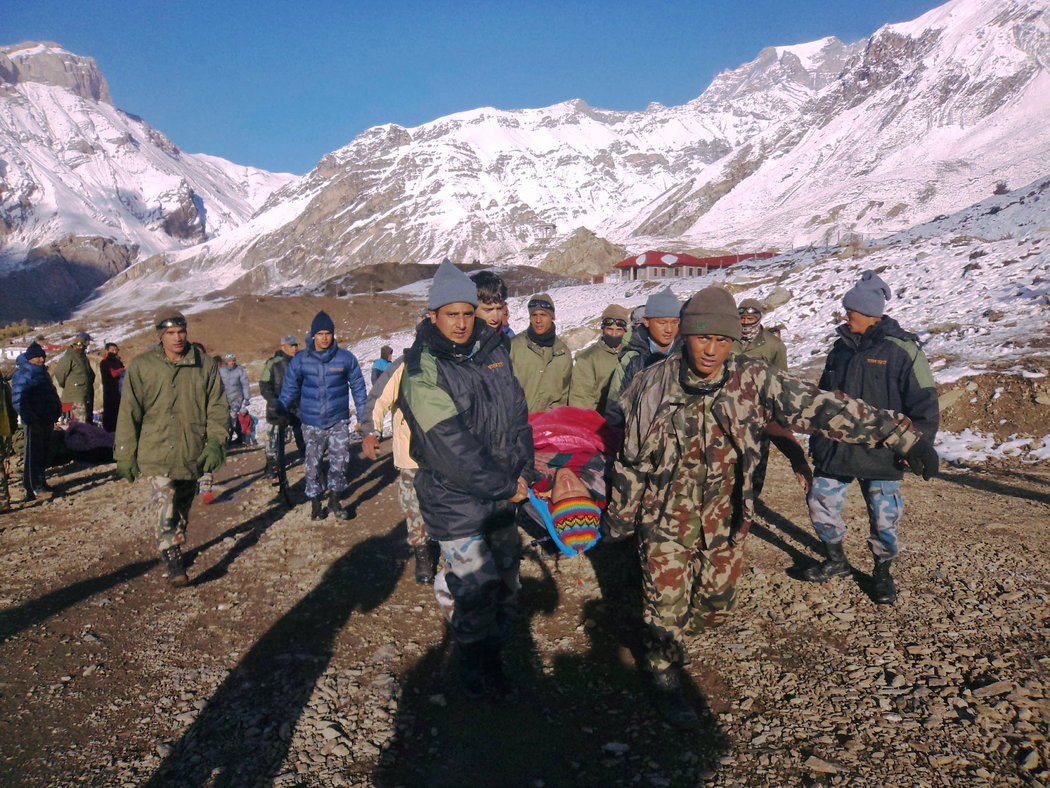 喜馬拉雅山雪崩至少20人遇難 - 紐約時報中文網