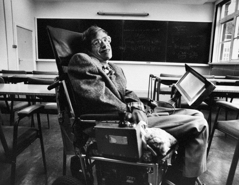Stephen Hawking se convirtió en un líder en la exploración de la gravedad y las propiedades de los hoyos negros. Su trabajo condujo a un punto de inflexión en la historia de la física moderna.