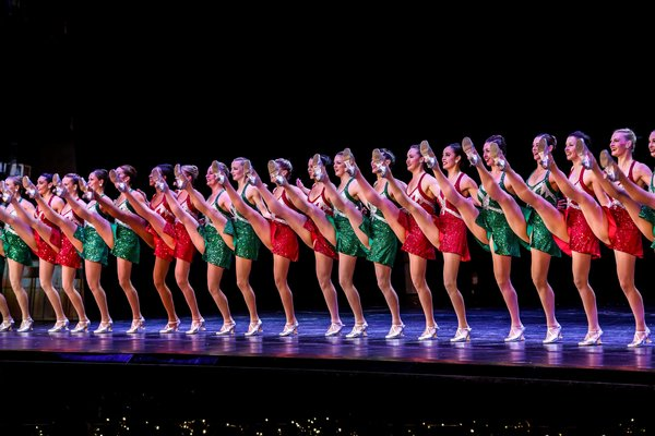 review rockettes in radio city christmas spectacular the new - How Long Is The Radio City Christmas Show