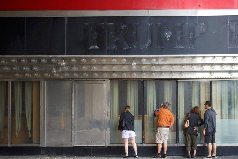 How Donald Trump Bankrupted His Atlantic City Casinos, but Still ...