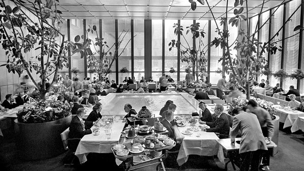 Four Seasons, Lunch Spot for Manhattan's Prime Movers, Moves On