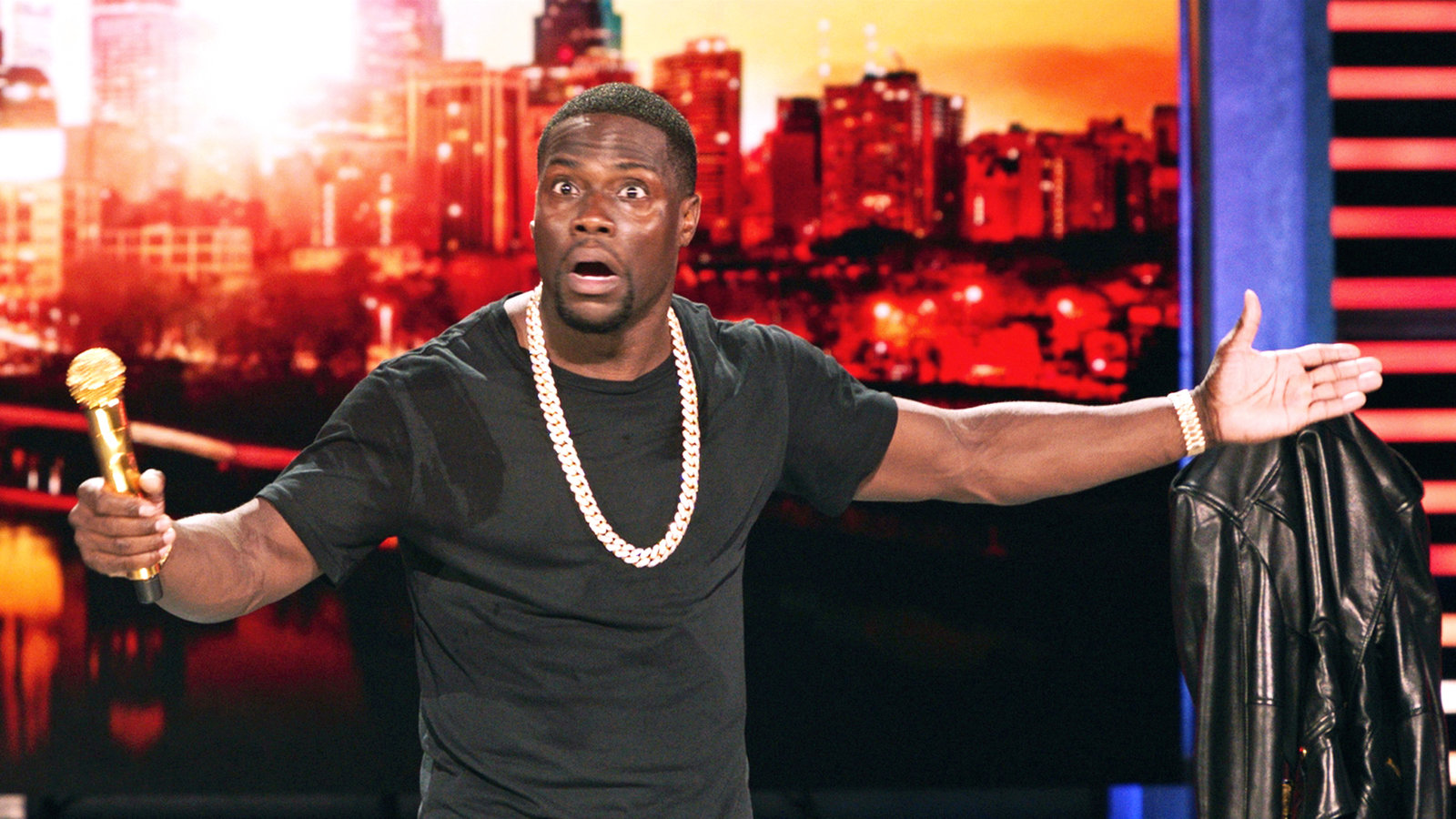 Watch Kevin Hart Tell A Joke See Fans Laugh At The