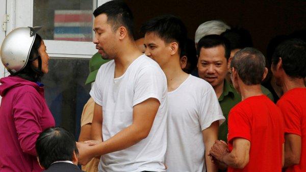 Vietnamese Villagers Release 19 Officials Held Hostage in ...