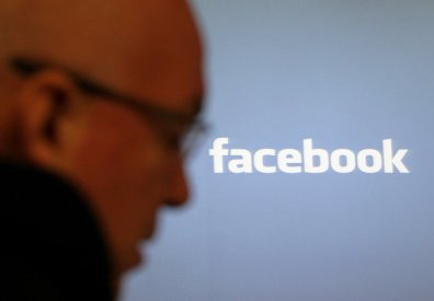 Cambridge Analytica utilizó los datos de 50 millones de usuarios de Facebook, según exempleados y una investigación.