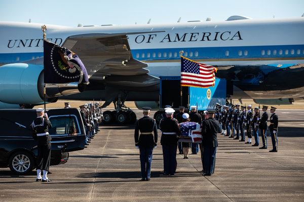 A Nation Mourns George Bush: Scenes of Tribute and Grief #news @nytimes 1